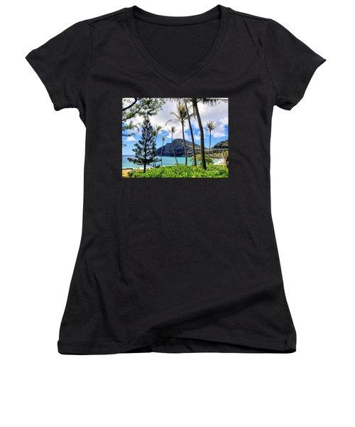 Makapuu Paradise Women's V-Neck T-Shirt