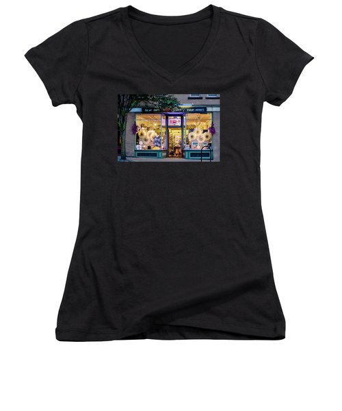 Women's V-Neck featuring the photograph Nash Gallery In Easthampton, Ma by Sven Kielhorn