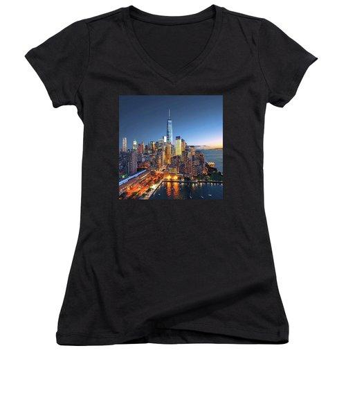 New York Skyline Sunset Women's V-Neck T-Shirt