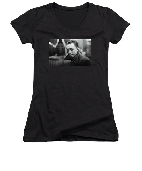 Nobel Prize Winning Writer Albert Camus Paris 1944 - 2015           Women's V-Neck
