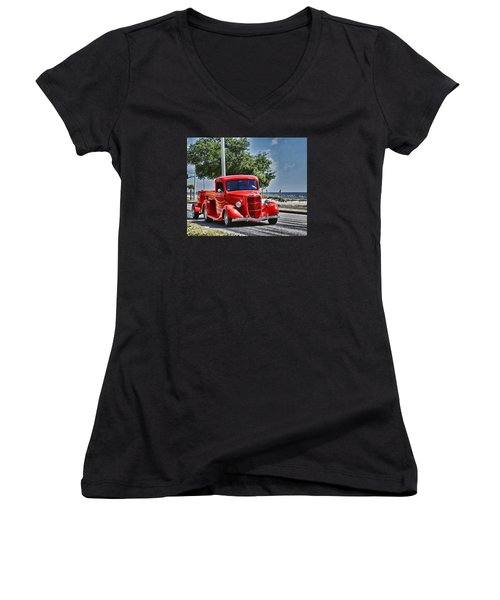Old Car 2 Women's V-Neck T-Shirt