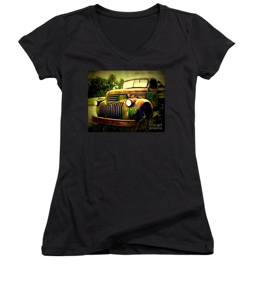 Old Flatbed 2 Women's V-Neck T-Shirt