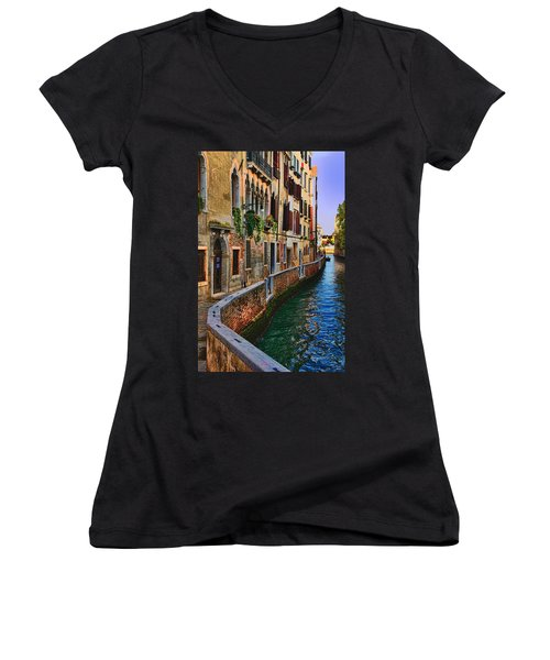 On The Canal-venice Women's V-Neck T-Shirt (Junior Cut) by Tom Prendergast