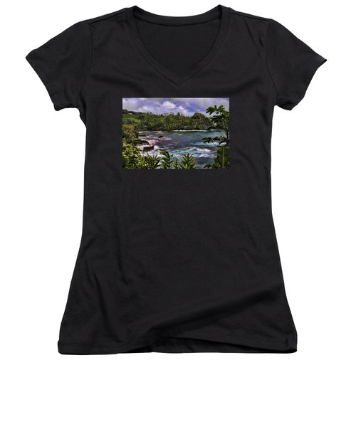 Onomea Bay Hawaii Women's V-Neck (Athletic Fit)