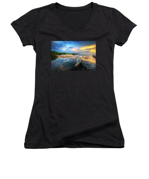 Panglao Port Sunset 9.0 Women's V-Neck T-Shirt (Junior Cut) by Yhun Suarez