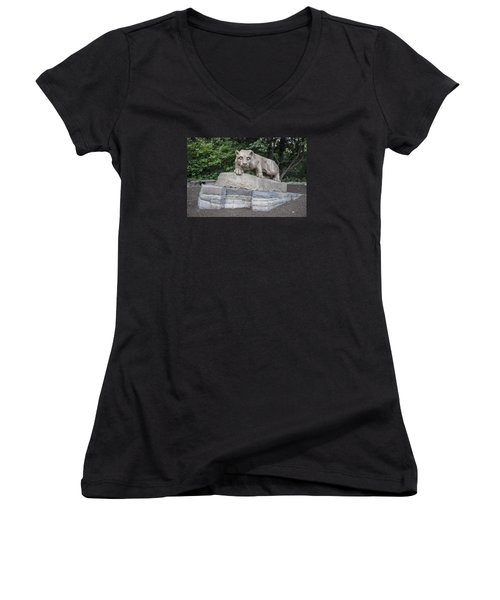 Penn Statue Statue  Women's V-Neck T-Shirt (Junior Cut)