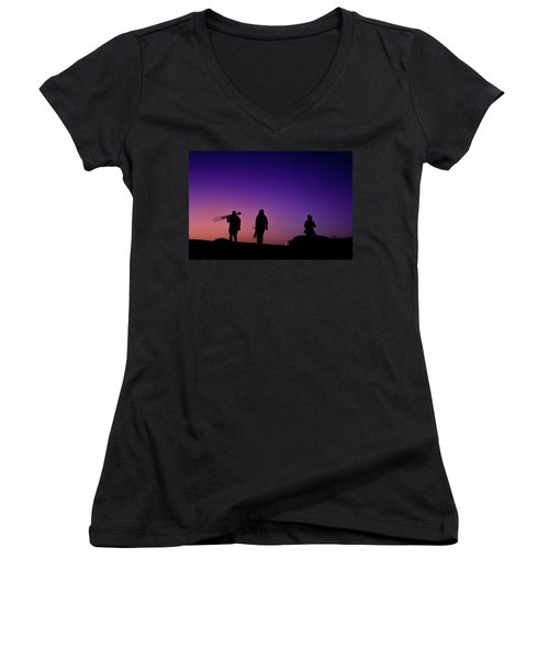 Photographers At Sunset Women's V-Neck T-Shirt (Junior Cut) by Ralph Vazquez