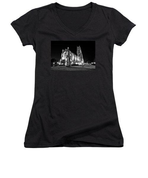 Rockefeller Chapel - B And W Women's V-Neck T-Shirt (Junior Cut) by CJ Schmit