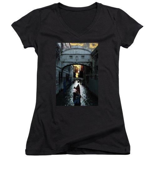 Romantic Venice Women's V-Neck T-Shirt
