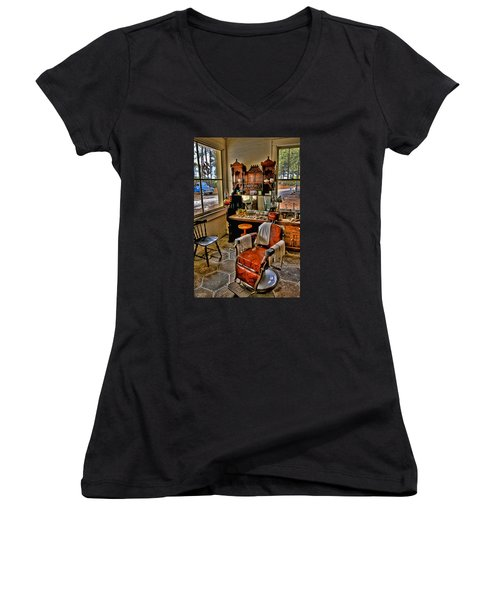 Shave And A Haircut 2 Bits Women's V-Neck T-Shirt (Junior Cut)