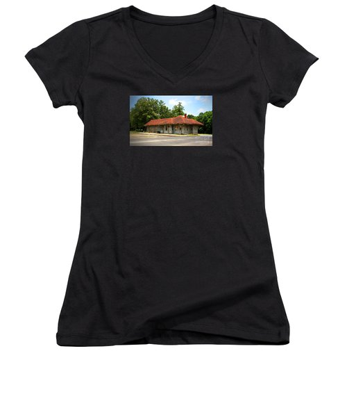 Tate, Ga, Rr Depot Women's V-Neck T-Shirt