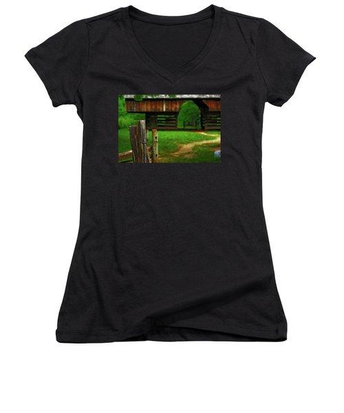 Tennesse Barn Women's V-Neck T-Shirt