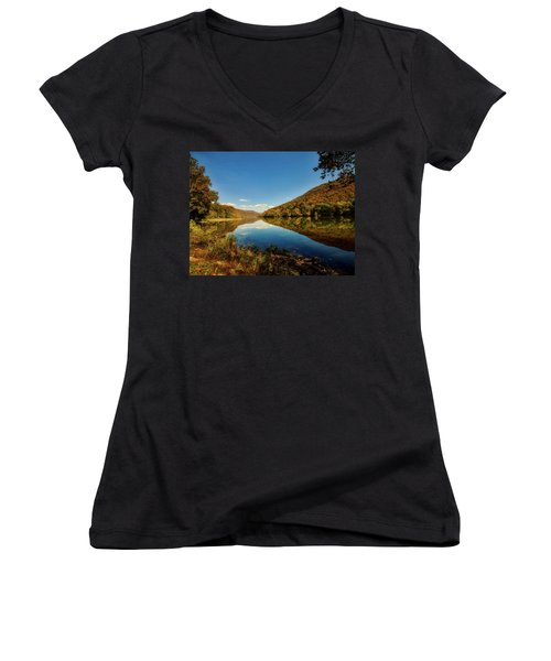 The New River In Autumn Women's V-Neck T-Shirt (Junior Cut) by L O C