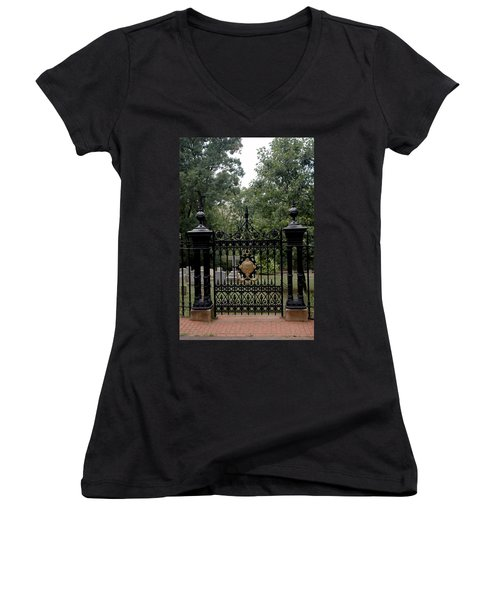 Thomas Jefferson Grave Site Monticello Women's V-Neck T-Shirt