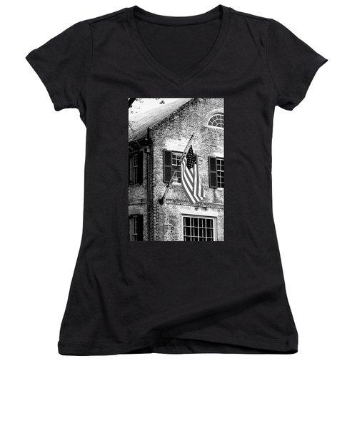 Us Flag In Colonial Williamsbug Women's V-Neck T-Shirt (Junior Cut) by Emanuel Tanjala