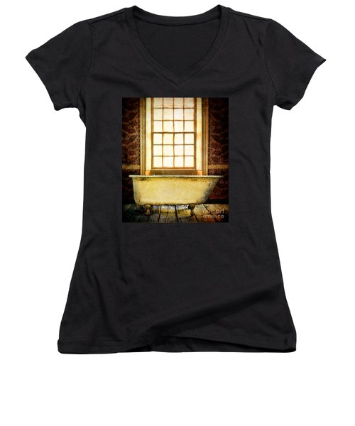 Vintage Clawfoot Bathtub By Window Women's V-Neck T-Shirt