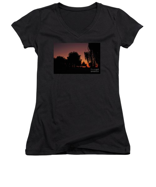 Willow Tree Silhouettes Women's V-Neck (Athletic Fit)