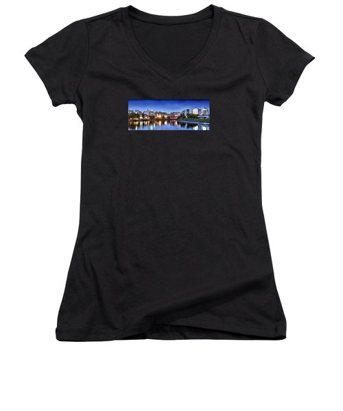 Wilmington Delaware - Skyline At Dusk Women's V-Neck T-Shirt (Junior Cut)