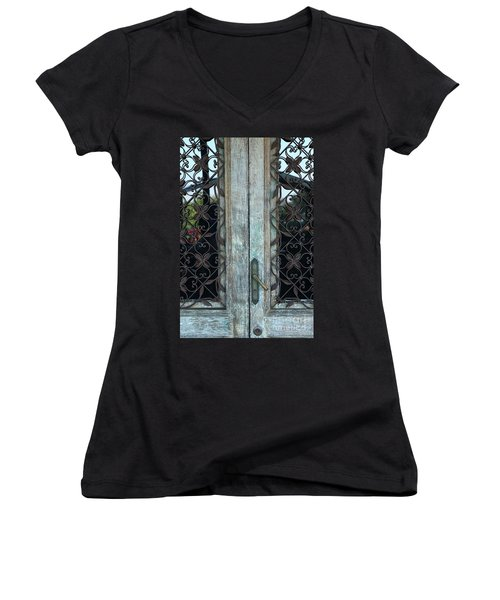 Capri Door Women's V-Neck