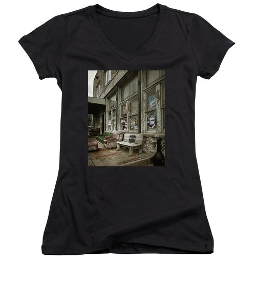 Clarksdale Women's V-Neck