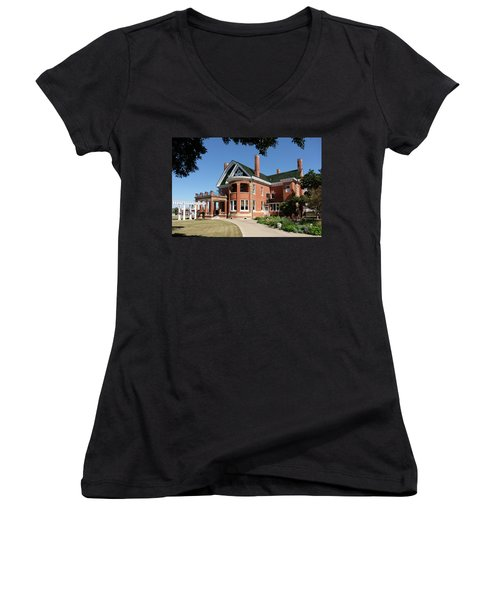 Thistle Hill Women's V-Neck