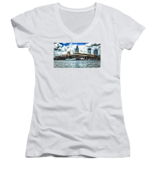 Arc Gloria In Port In Hdr Women's V-Neck T-Shirt