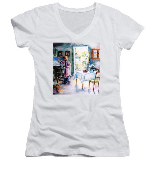 Artist At Work In Summer  Women's V-Neck T-Shirt (Junior Cut) by Trudi Doyle