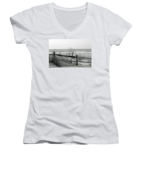 B And W Beach Women's V-Neck T-Shirt