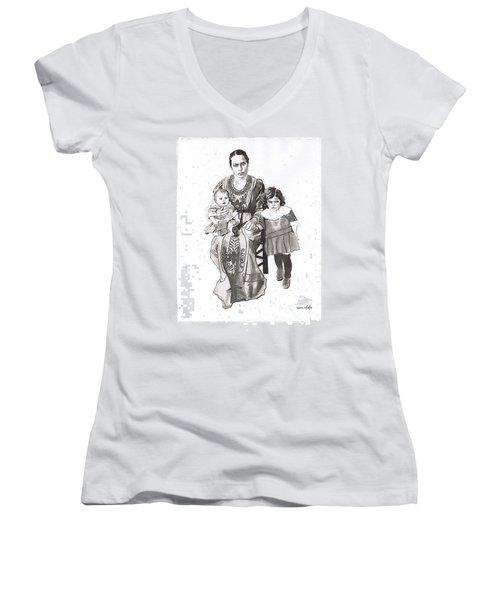 Grandma's Family Women's V-Neck T-Shirt