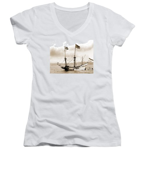 Half Moon Re-entered Hudson River After An Absence Of 300 Years In Sepia Tone Women's V-Neck T-Shirt