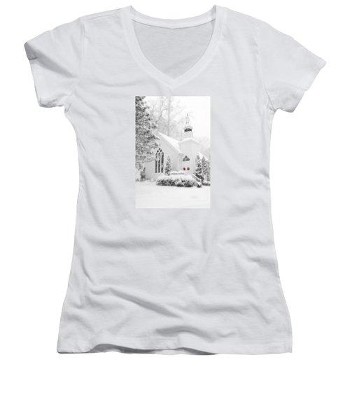 White Christmas In Oella Maryland Usa Women's V-Neck T-Shirt