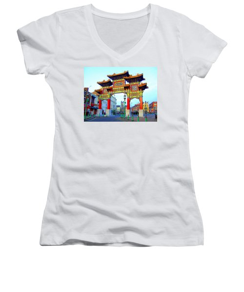 Imperial Chinese Arch Liverpool Uk Women's V-Neck T-Shirt