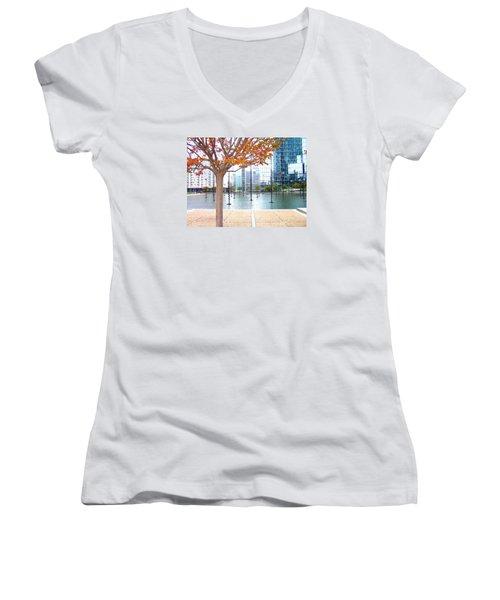 La Defense Women's V-Neck T-Shirt