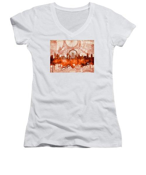 London Skyline Old Vintage 2 Women's V-Neck T-Shirt (Junior Cut)