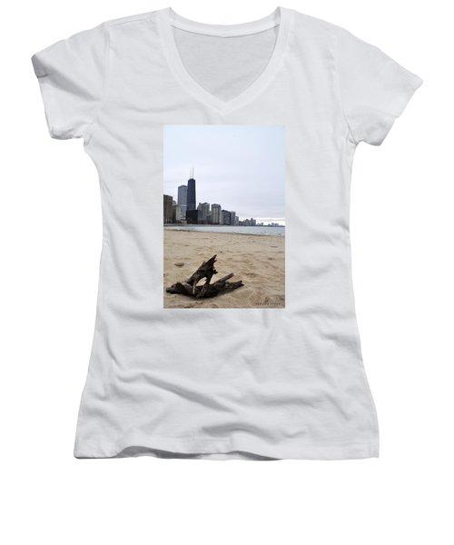 Love Chicago Women's V-Neck T-Shirt