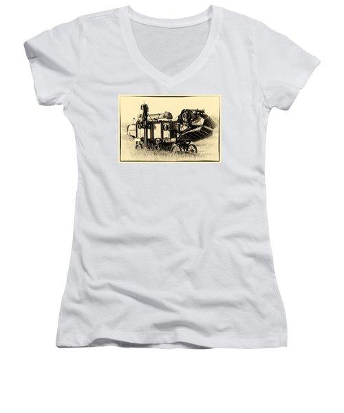 Old Case Thresher Women's V-Neck T-Shirt