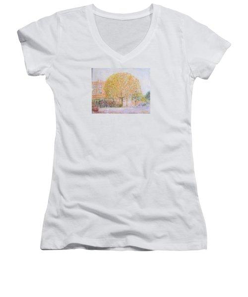 Leland Avenue In Chicago Women's V-Neck T-Shirt