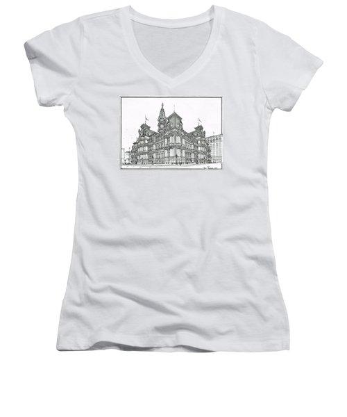 Philadelphia City Hall 1911 Women's V-Neck T-Shirt