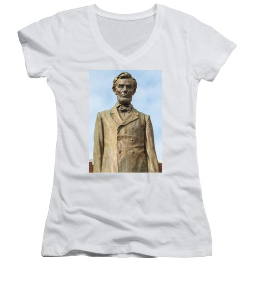 President Lincoln Statue Women's V-Neck (Athletic Fit)