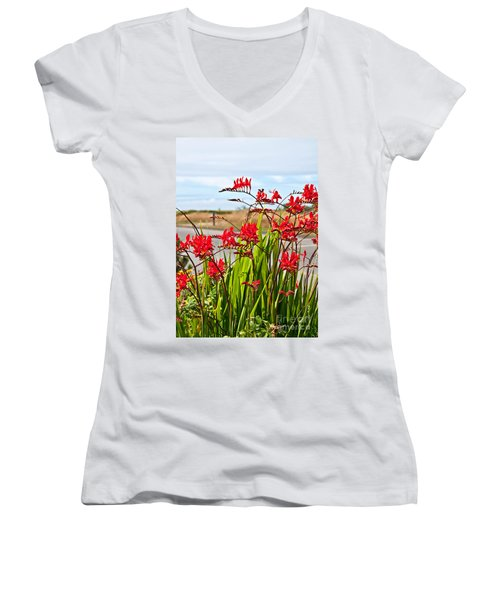 Red Flowers Crocosmia Lucifer Montbretia Plant Art Prints Women's V-Neck (Athletic Fit)