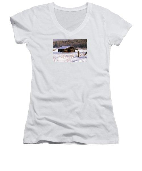 Snowy Cabin Women's V-Neck