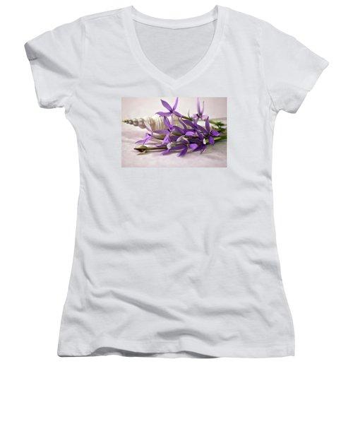 Starshine Laurentia Flowers And White Shell Women's V-Neck T-Shirt