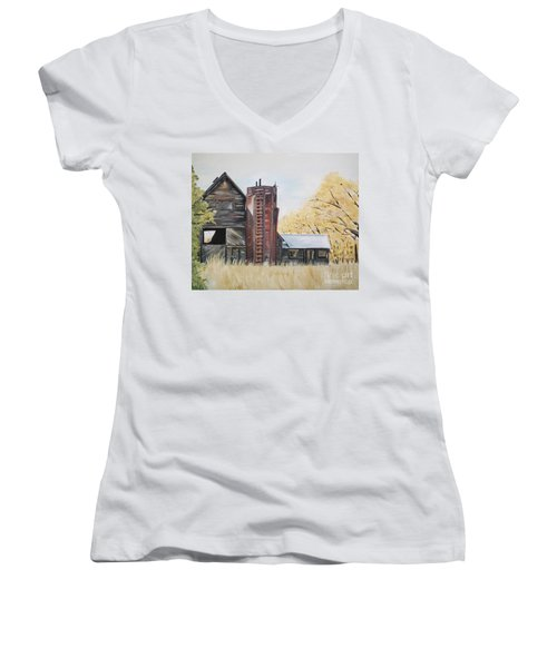 Women's V-Neck T-Shirt featuring the painting Golden Aged Barn -washington - Red Silo  by Jan Dappen