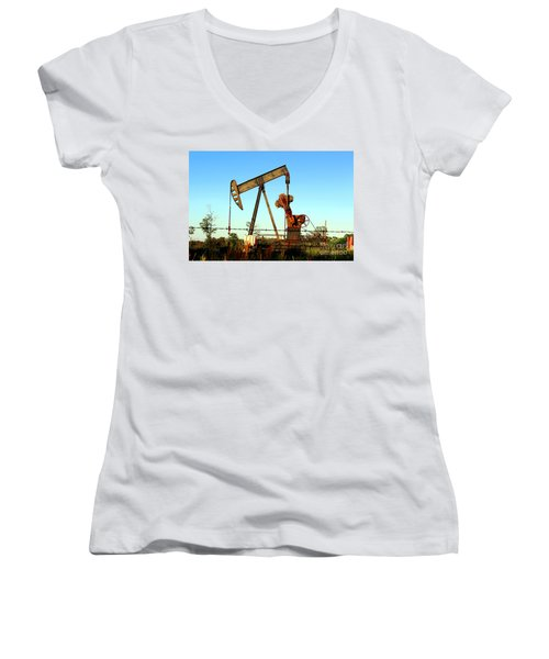 Texas Pumping Unit Women's V-Neck T-Shirt