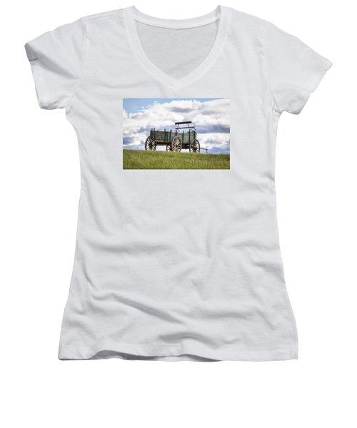 Wagon On A Hill Women's V-Neck T-Shirt