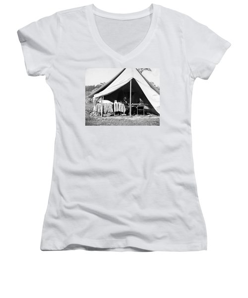 Women's V-Neck T-Shirt (Junior Cut) featuring the photograph Abraham Lincoln Meeting With General Mcclellan - Antietam - October 3 1862 by International  Images