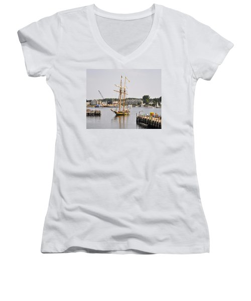 Pride Of Baltimore II Pb2p Women's V-Neck (Athletic Fit)