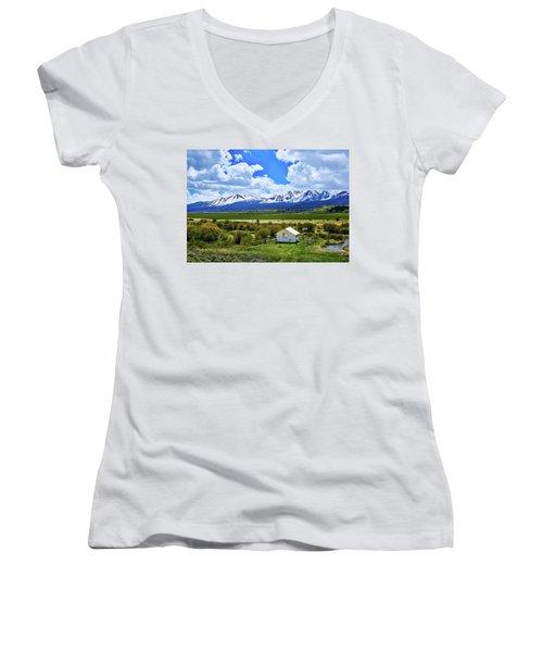 Colorado Mountain Vista Women's V-Neck T-Shirt (Junior Cut) by L O C