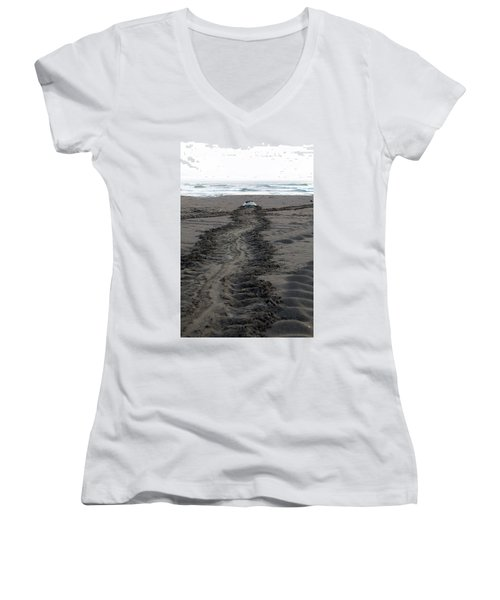 Green Sea Turtle Returning To Sea Women's V-Neck (Athletic Fit)