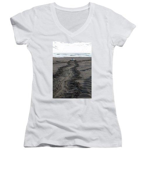 Green Sea Turtle Returning To Sea Women's V-Neck T-Shirt